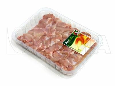 Empacado de muslos de pollo deshuesados en termosellado